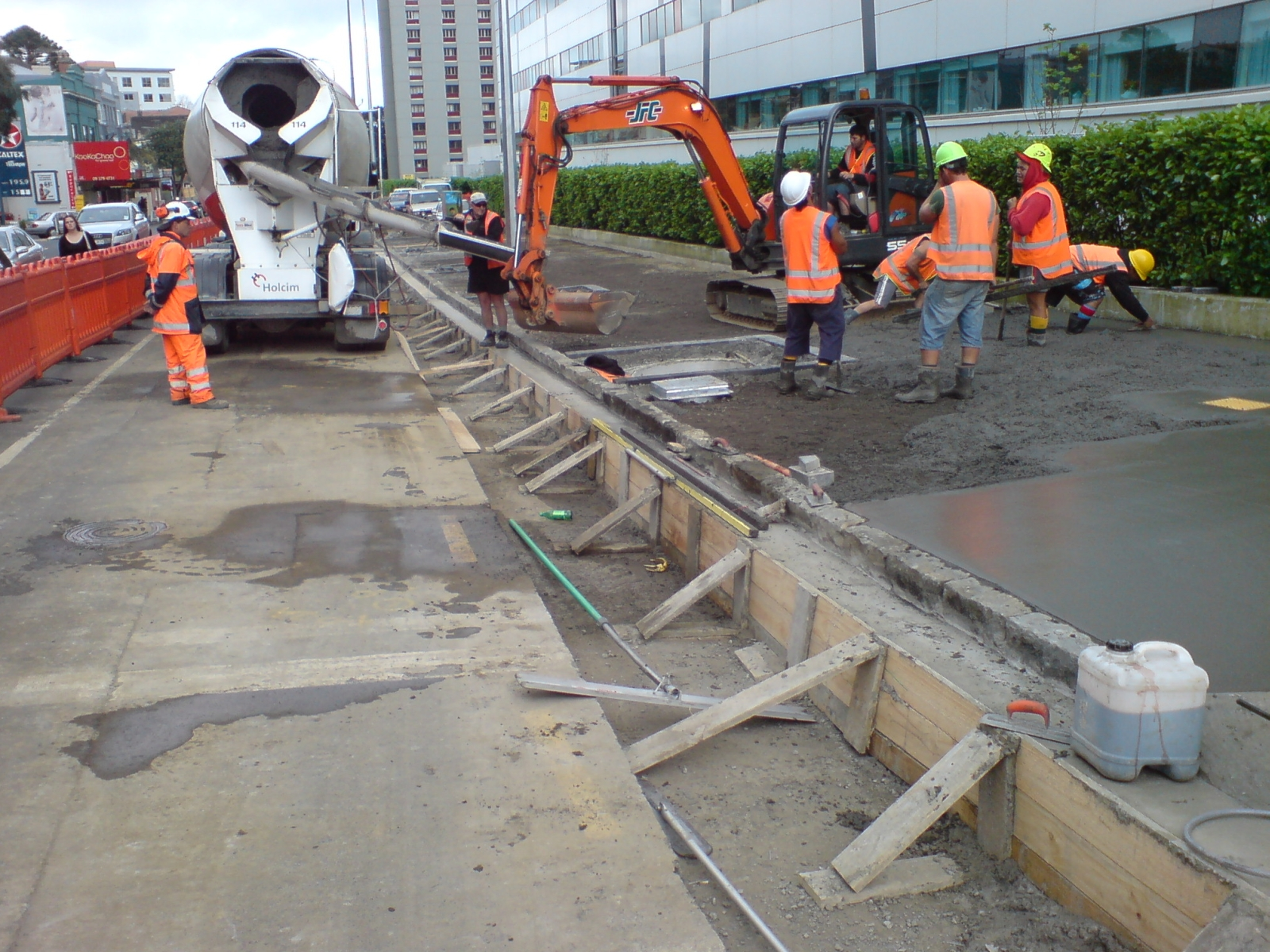 Constructing_Concrete_Kerb_And_Channel1